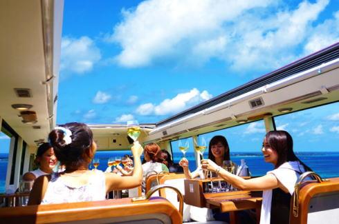 沖縄にレストランバス!ピクニック気分で観光+食事が楽しめる