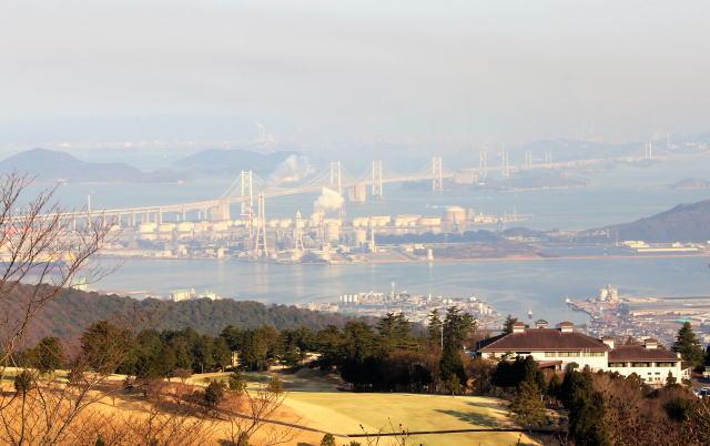 香川 城山展望台から見る瀬戸大橋