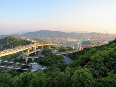 糸山公園から見る来島海峡大橋や周辺