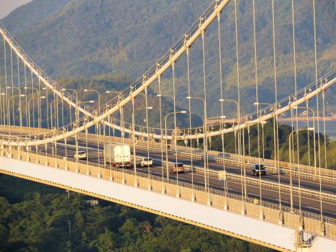 糸山公園から見る来島海峡大橋(ズーム)