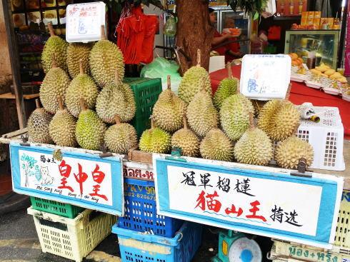 シンガポール チャイナタウン で見た果物 ドリアン