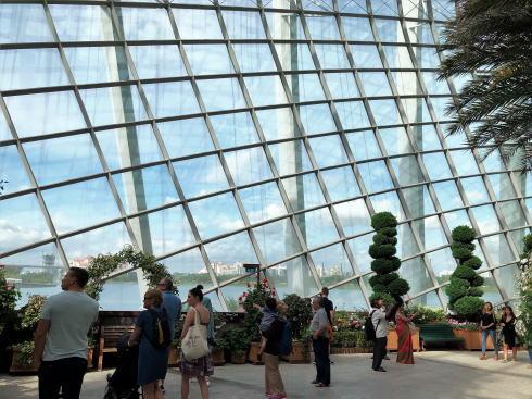 シンガポール ガーデンズバイザベイ フラワードームから見る外