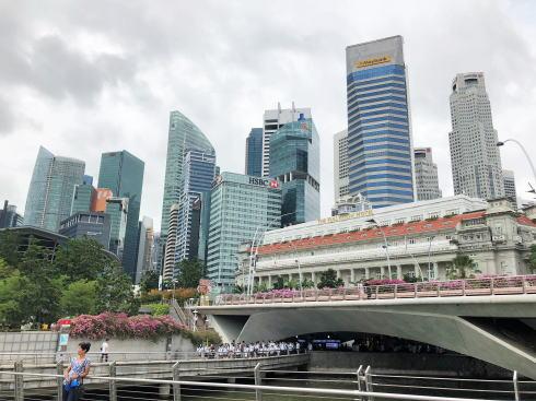 シンガポール マーライオン公園 からの金融街高層ビル