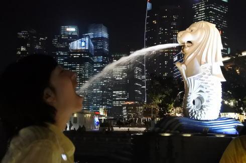 シンガポール マーライオン公園 写真 ポーズ