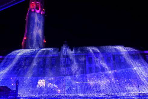 ハウステンボスのイルミネーション「光の王国」 光の滝