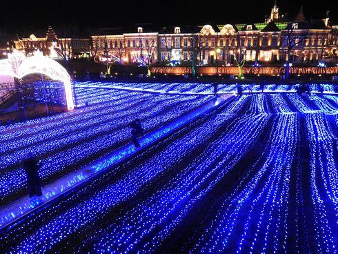 ハウステンボスのイルミネーション「光の王国」 青いライティング