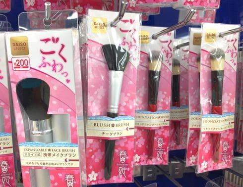 春姫シリーズの「チークブラシ」と「携帯メイクブラシ」