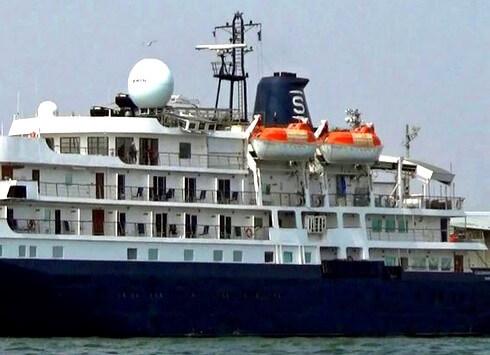 カレドニアンスカイ、客船が寄港