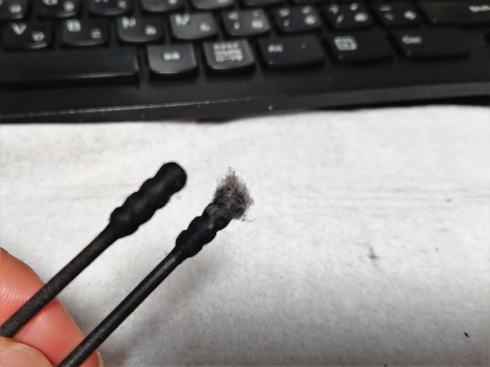 PCのキーボードお掃除に綿棒
