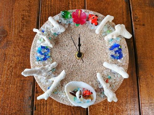 琉球村に併設「沖縄の駅ちゃんぷるー」 時計づくり 完成
