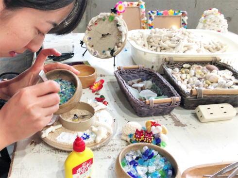 琉球村に併設「沖縄の駅ちゃんぷるー」 手作り体験コーナー2