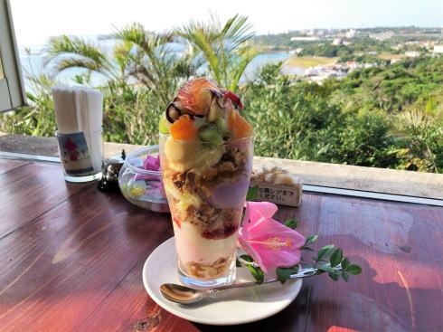 沖縄 アイスクリンカフェ アーク 虹色パフェ