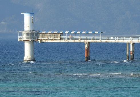 ブセナ海中公園の海中展望塔