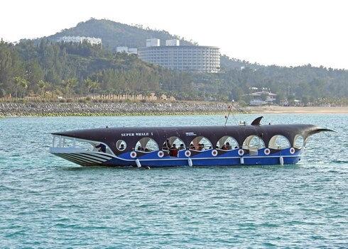 ブセナ海中公園でグラスボート