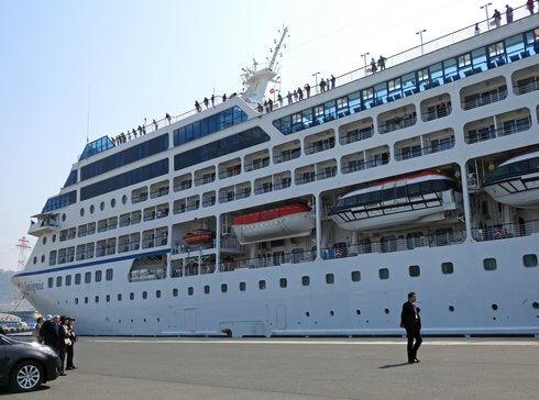 インシグニア、広島港へ着岸