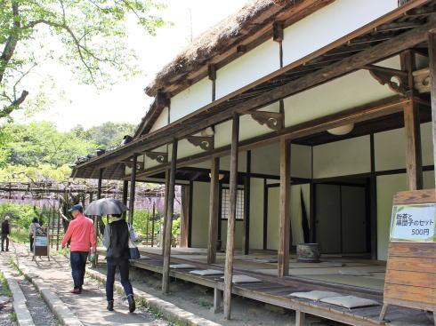 御船山楽園 茶屋と藤棚