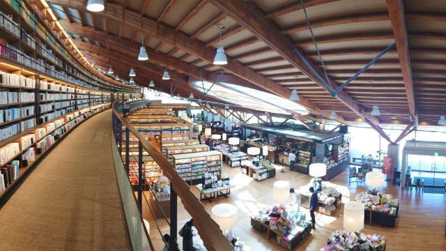 武雄市図書館 2階の様子