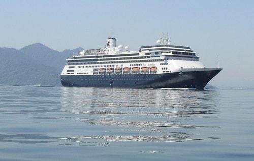 客船 フォーレンダム、老舗クルーズ会社のプレミアム船
