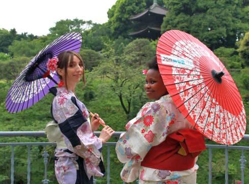 日本庭園でうれしい熱中症対策!和傘で、写真映えと観光気分もアップ!