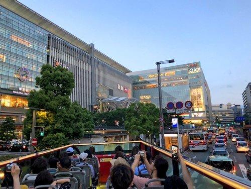 福岡オープントップバスでめぐる博多駅