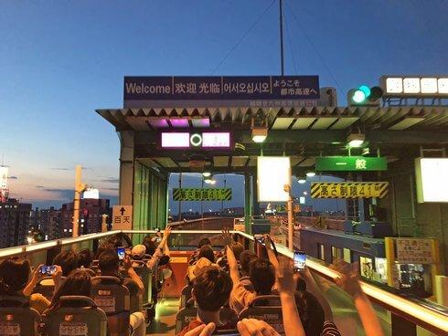 福岡オープントップバスで高速道路へ