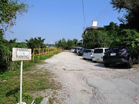 沖縄 プラウマンズランチべーカリー 駐車場