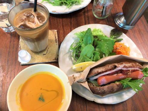 沖縄 プラウマンズランチべーカリー ホットドッグ