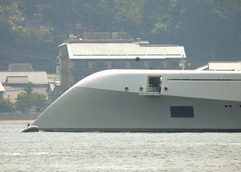 モーターヨットA、特徴的な船首