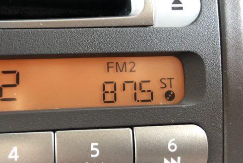 FMトランスミッターの周波数と、FMラジオの周波数であわせる!