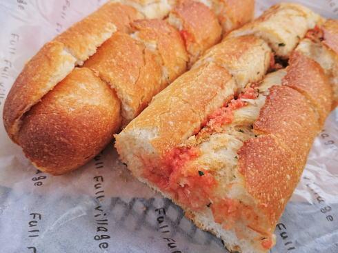 博多「明太フランス」誕生のパン工房、フルフル本店でアツアツを