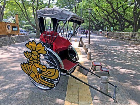 名古屋城に金シャチの人力車も