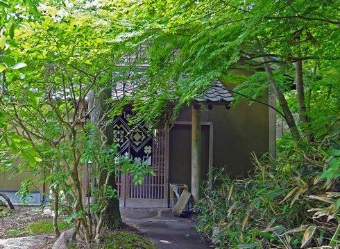 蕎麦 文治郎、福岡絶景カフェ 茶房わらびの隣