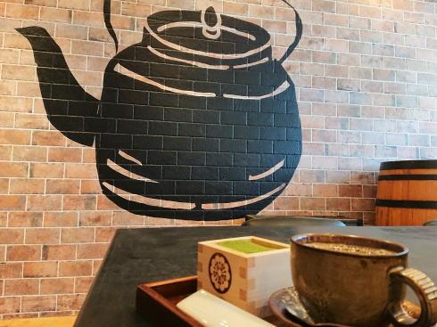 福岡 抹茶カフェHACHI 店内で