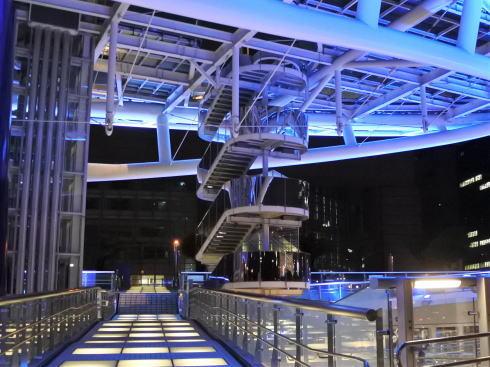 オアシス21 水の宇宙船 階段で上れる2