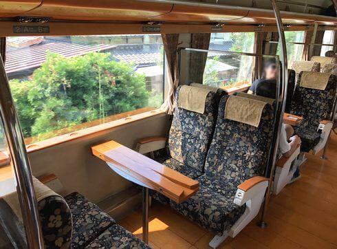 A列車で行こう、4人がけ座席タイプ