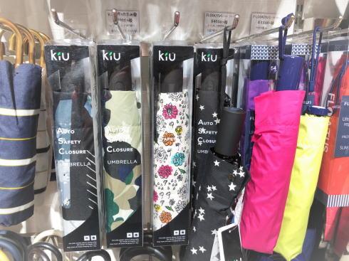 折りたたみ傘の「めんどくさい」を解放!ワンタッチ自動開閉のラク傘、キウ(Kiu)