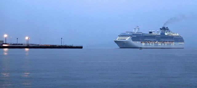 広島港五日市埠頭へコーラルプリンセスが初寄港