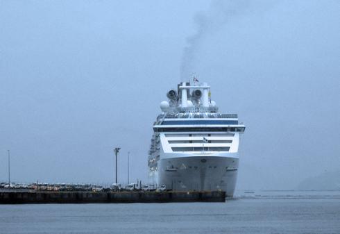 五日市港にコーラルプリンセスが寄港
