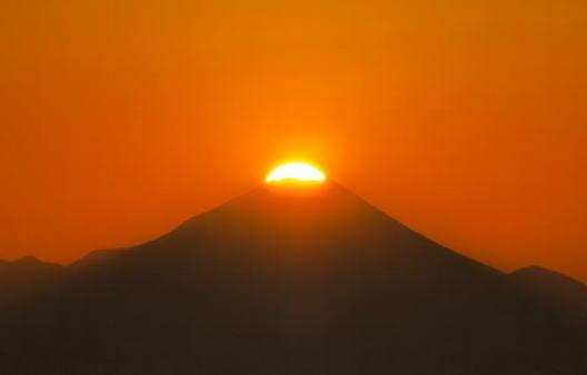 ダイヤモンド富士観覧、サンシャイン展望台で希少絶景を