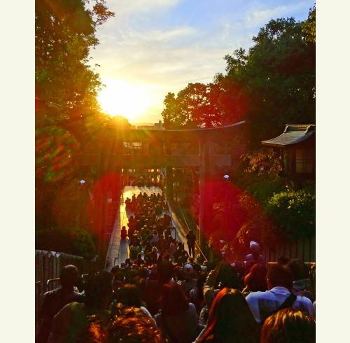 光の道、福岡・宮地嶽神社 奇跡の夕陽を見るためのガイド