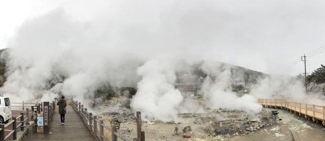 長崎で雲仙地獄めぐり、モクモク豪快な湯けむりに包まれる温泉スポット