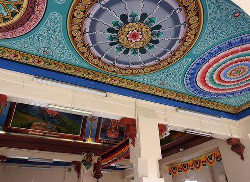 スリマリアマン寺院の天井模様