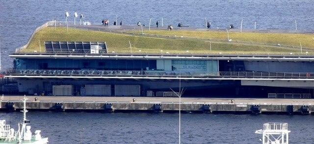 横浜・大さん橋 屋上公園 横からみたところ