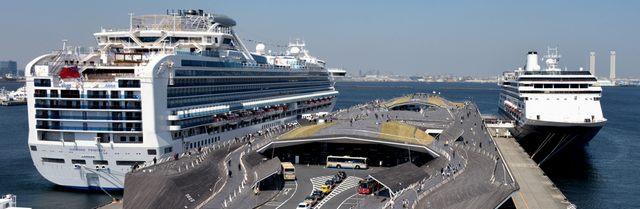 横浜・大さん橋に寄港する豪華客船