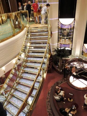 MSCスプレンディダ スワロフスキーの階段
