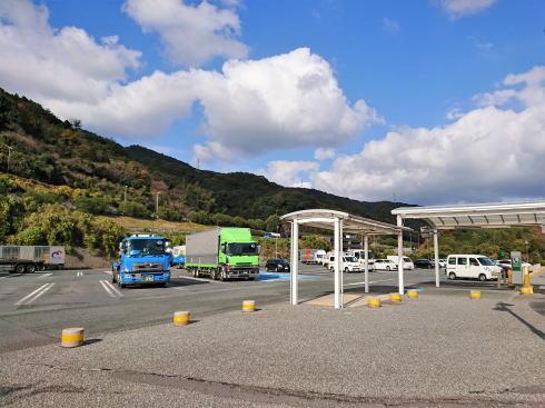 山口・富海(とのみ)PA 駐車スペース