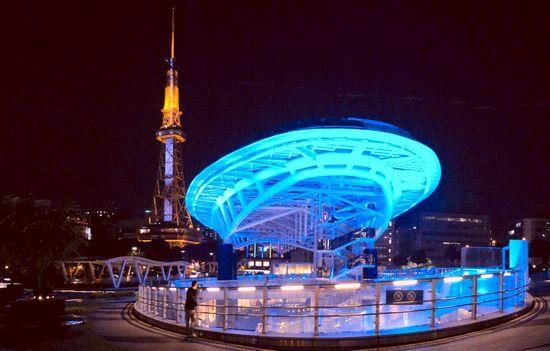 名古屋テレビ塔と、オアシス21