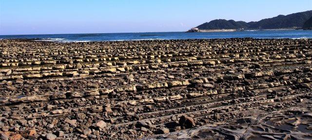 宮崎の波状岩でいちばん有名なのは「鬼の洗濯岩」