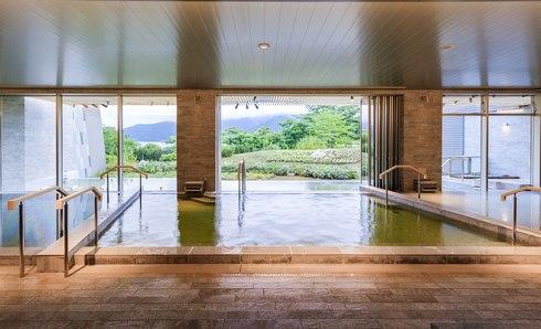 箱根はなをり、大浴場からも開放的な眺め