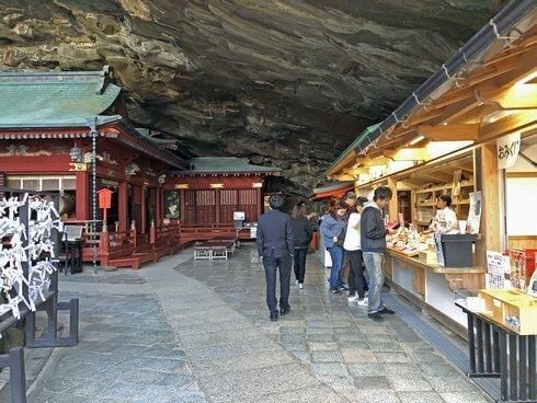 鵜戸神宮の本殿は洞窟の中に